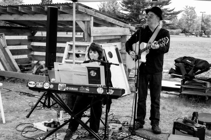 musician at brunswick farmers market 060519_donald groves